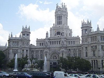 Plaza_de_Cibeles_-_Palacio_de_Communicaciones_Madrid_2002